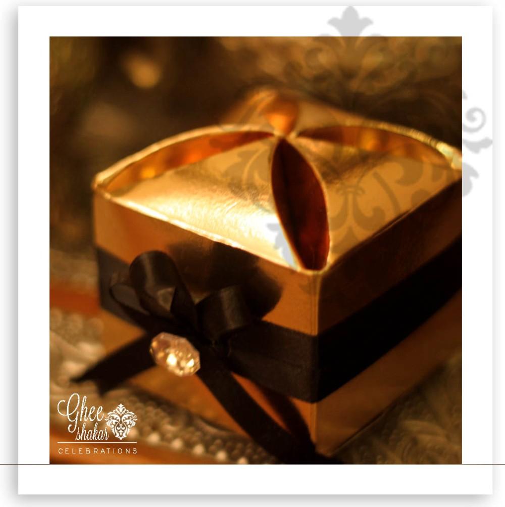 gold black bow box